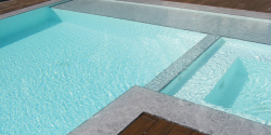 Piscina com SPA integrado